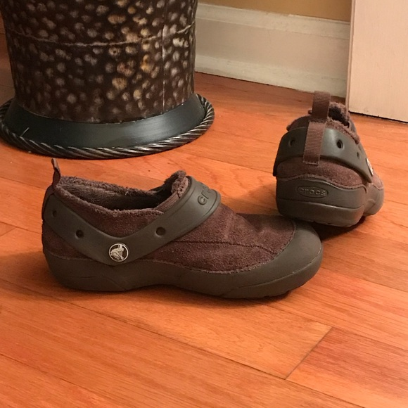 c044d34fa9c Crocs fur lined shoes Brown size J1
